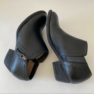 Naturalizer Black Ankle Booties Sz 6M